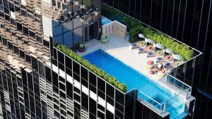 Vista de la piscina de Hotel Indigo Hong Kong Island, an IHG Hotel o alrededores