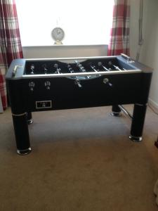 A billiards table at CHERIE's HOUSE 1 BEDROOM GARDEN & PARKING