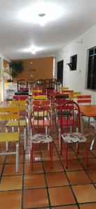 A restaurant or other place to eat at Sos Hostel