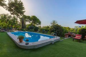 The swimming pool at or near Villa El Olivo