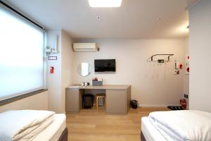 A bed or beds in a room at K-Grand Hostel Dongdaemun