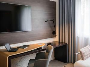 A television and/or entertainment centre at Novotel Saclay