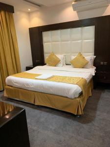 Cama ou camas em um quarto em Rosa Aparthotel