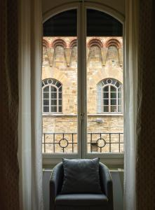 A seating area at Antica Torre Di Via Tornabuoni 1