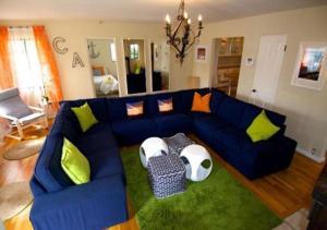 A seating area at Lg BEACH Home, POOL, Hot Tub, Close to Beaches & Downtown El Segundo Beach
