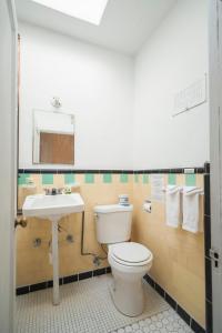 Koupelna v ubytování Amargosa Opera House & Hotel