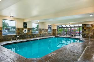 The swimming pool at or near Oxford Suites Spokane Valley