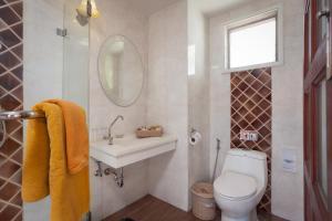 A bathroom at Phi Phi Natural Resort-SHA Plus