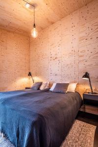 Rúm í herbergi á Aska, Modern Cabin
