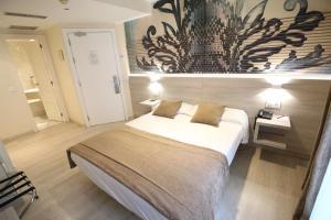 Cama o camas de una habitación en Hotel Alda San Carlos