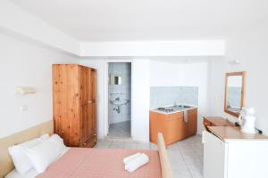 A kitchen or kitchenette at Palm Bay Hotel