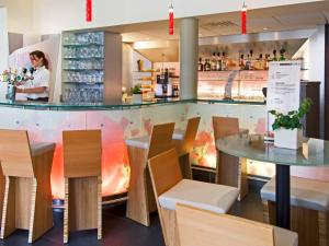 A restaurant or other place to eat at ibis Brugge Centrum