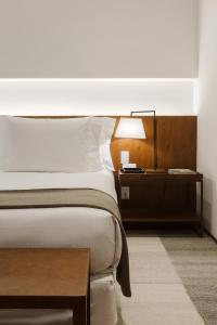 A bed or beds in a room at Hotel Fasano Belo Horizonte
