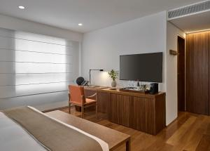A television and/or entertainment center at Hotel Fasano Belo Horizonte