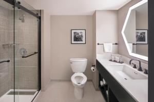 A bathroom at Embassy Suites San Rafael - Marin County