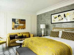 A bed or beds in a room at Sofitel Paris Le Faubourg