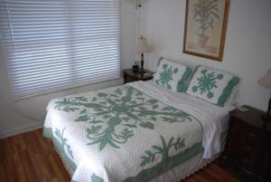A bed or beds in a room at Tiki Beach Hostel