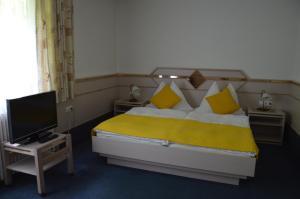 Ein Bett oder Betten in einem Zimmer der Unterkunft Gasthof Brandlhof