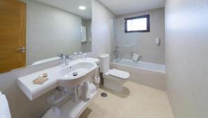 Een badkamer bij Los Zocos Impressive Lanzarote