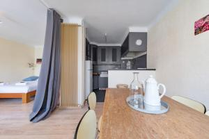 A kitchen or kitchenette at Studio w balcony close to Marseille Old Port 50m from the beach - Welkeys