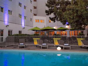 The swimming pool at or near Novotel Paris Orly Rungis