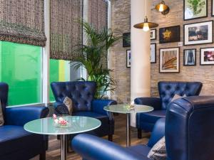 The lounge or bar area at ibis Styles Stuttgart
