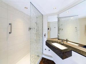 A bathroom at ibis Styles Stuttgart