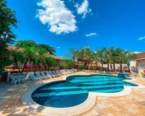 A piscina localizada em Villa de Holanda Parque Hotel ou nos arredores
