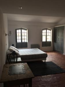 """Ein Bett oder Betten in einem Zimmer der Unterkunft Le """"M"""" Maison d hôtes"""