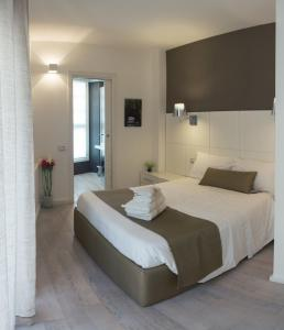 A bed or beds in a room at Rigel Villanova Rooms