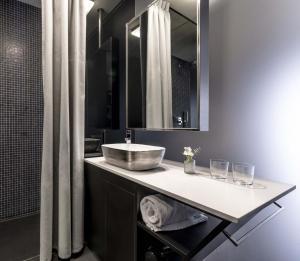 A bathroom at 9Hotel Mercy