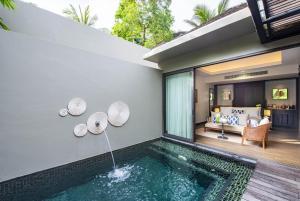 Der Swimmingpool an oder in der Nähe von Anantara Layan Phuket Resort - SHA Plus