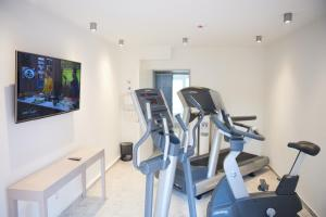 The fitness center and/or fitness facilities at Hotel Amadeus