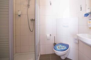 A bathroom at Landhaus Heimisch