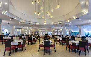 Een restaurant of ander eetgelegenheid bij Djerba Aqua Resort