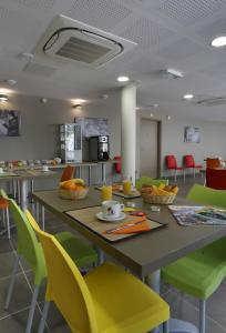A restaurant or other place to eat at Vacancéole - Le Terral - Montpellier Sud