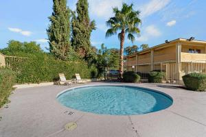 The swimming pool at or close to La Quinta Inn by Wyndham Phoenix North