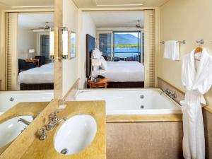 A bathroom at Pullman Reef Hotel Casino