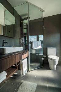 A bathroom at WESTGATE Hotel
