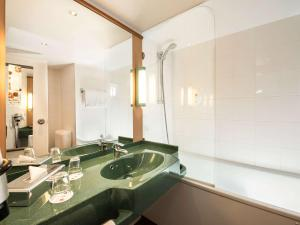A bathroom at ibis Dortmund West