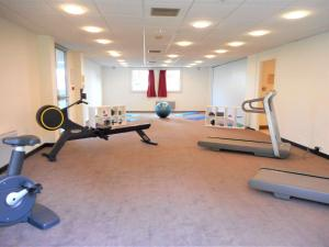 The fitness centre and/or fitness facilities at ibis Velizy Jouy-En-Josas