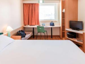 A bed or beds in a room at Ibis Murcia