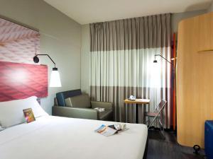 Cama ou camas em um quarto em ibis Teresina
