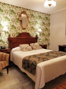 A bed or beds in a room at Hotel Europa Boutique Sevilla