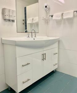 A bathroom at Shellharbour Resort and Conference Centre