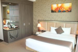 A bed or beds in a room at Muong Thanh Luxury Can Tho Hotel
