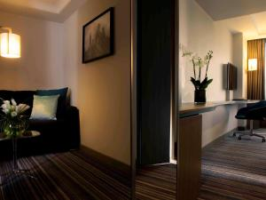 A television and/or entertainment centre at Pullman London St Pancras