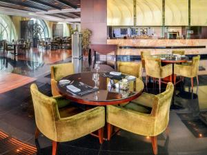 A restaurant or other place to eat at Sofitel Al Khobar The Corniche