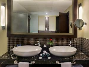 A bathroom at Sofitel Al Khobar The Corniche