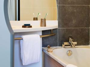 Ein Badezimmer in der Unterkunft Aparthotel Adagio Bordeaux Centre Gambetta